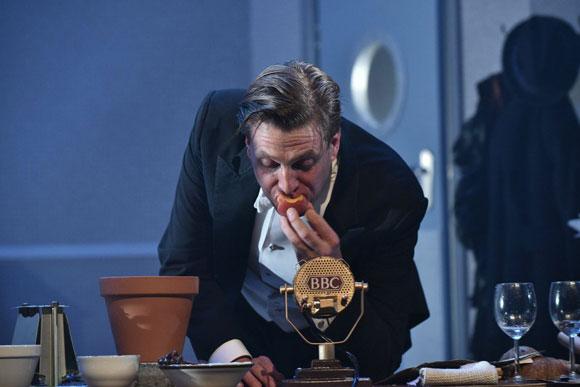 Jon Edgley Bond_Dracula_Mercury_Theatre